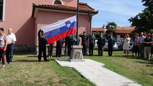 Odkritje prenovljenega spomenika osamosvojitvi in postavitvi droga za zastavo, Nova vas, 4.8.2019
