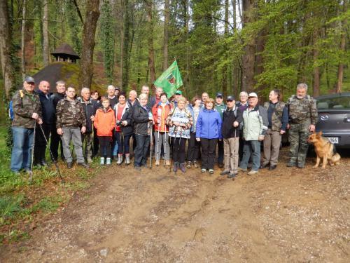 Pohodniki so se zbrali pri Zavodu za gozdove v Rožni dolini