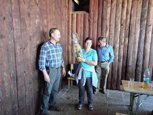 Zaključek v lovski koči na Kremancah kjer je naša članica dobila darilo za lep osebni praznik.