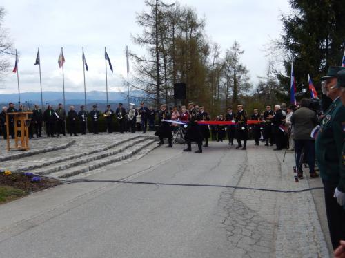 Garda Slovenske vojske je prinesla Slovensko zastavo