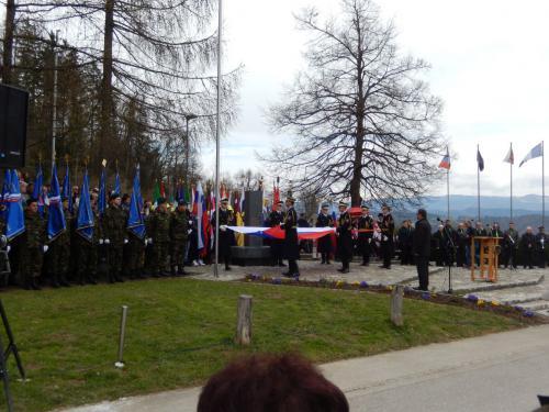Priprava na slavnostni dvig Slovenske zastave